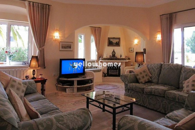 Elegant and classic 4-bed villa with private pool near Carvoeiro